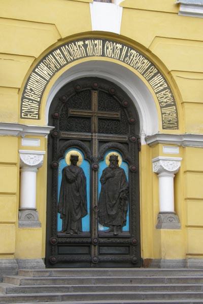Купить двери из массива сосны, дуба, ореха в Екатеринбурге