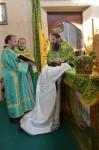 За Литургией в день Святого Духа епископ Артемий рукоположил в сан иерея диакона Константина Литвинова