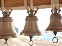 Колокольня храма в селе Никольском на Командорах пополнилась тремя куполами