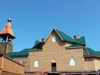 Установлены крепления для малых куполов храма Святой Живоначальной Троицы г. Елизово