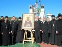 Моряки – подводники встречают икону преподобного Сергия Радонежского.
