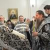 Архиепископ Петропавловский и Камчатский Артемий совершил утреню великого пятка с чтением двенадцати Страстных Евангелий