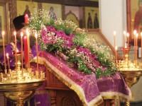 Настоятель собора протоиерей Алексий Апатов возглавил Божественную литургию в Крестопоклонную неделю Великого поста