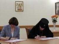 Глава Петропавловской епархии и Уполномоченный по правам ребенка в Камчатском крае подписали соглашение о сотрудничестве