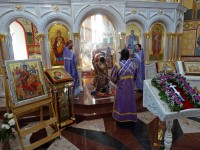 В праздник Воздвижения Креста Господня архиепископ Петропавловский Феодор совершил Божественную литургию в Морском соборе