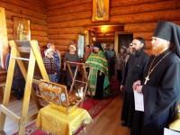 Прихожане Петропавловской и Камчатской епархии встречают икону Богородицы «Всецарица» и ковчег с мощами святых воинов.