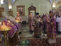 В канун Недели Крестопоклонной управляющий епархией совершил Всенощное бдение в Кафедральном соборе