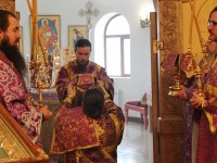В Неделю Крестопоклонную Архиепископ Феодор совершил Божественную литургию в Морском соборе