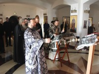 Архиепископ Феодор возглавил служение Пассии в Морском соборе