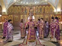 В Неделю 2-ю Великого поста  Архиепископ Феодор совершил Божественную литургию в Свято-Троицком кафедральном соборе