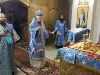 В праздник Похвалы Пресвятой Богородицы Архиепископ Феодор совершил ночную Литургию и молебен в Морском соборе