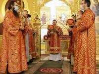 В праздник Светлого Христова Воскресения Архиепископ Феодор возглавил торжественное богослужение в  Кафедральном соборе