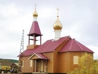 Установлены купола с крестами на храме Новомучеников и исповедников Российских с. Каменское