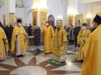 В Неделю 13-ю по Пятидесятнице, архиепископ Феодор совершил Божественную литургию в Кафедральном соборе