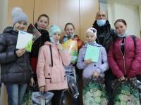Более 100 школьников получили канцелярские наборы от Камчатской епархии