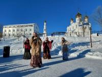 Рождественский праздник в сквере у Троицкого собора
