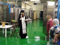 Освящение воды на заводе в Малках