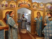 В праздник Сретения Господня Управляющий епархией совершил Литургию в Морском соборе