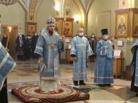 Каждую пятницу в Кафедральном соборе служится Параклисис Божией Матери
