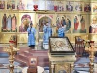 Ковчег с мощами святых Богоотец Иоакима и Анны доставлен для поклонения в Кафедральный собор