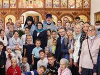 Архиепископ Феодор совершил Литургию в день отдания праздника Успения Пресвятой Богородицы в храме Духовно-просветительского центра