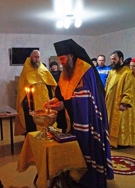 Епископ Петропавловский и Камчатский Артемий встретился с беженцами с Украины и отслужил молебен