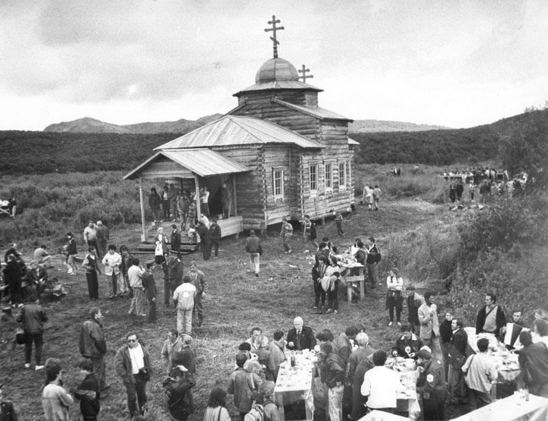 01755-osvyashhenie-n-kamchatskij-cerkvi-12-avgusta-1993-foto-i-vanshtejna-gi-30967-4