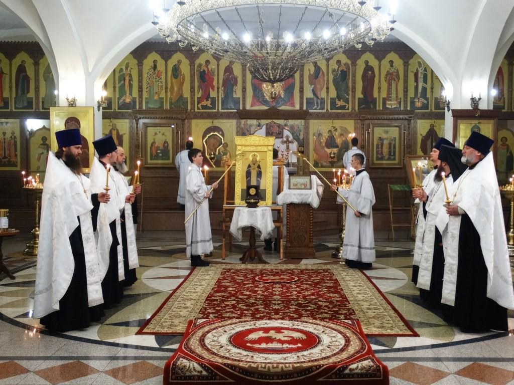 Мощи свт. Луки архиеп. Крымского в кафедральном соборе