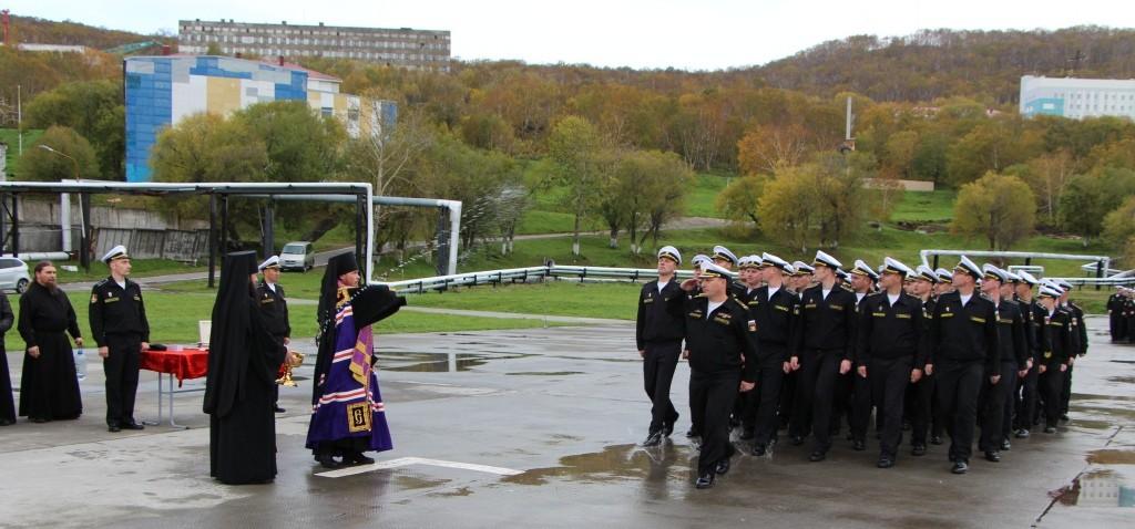 Моряки-подводники ТОФ  и жители города Вилючинска поклонились мощам святых апостолов