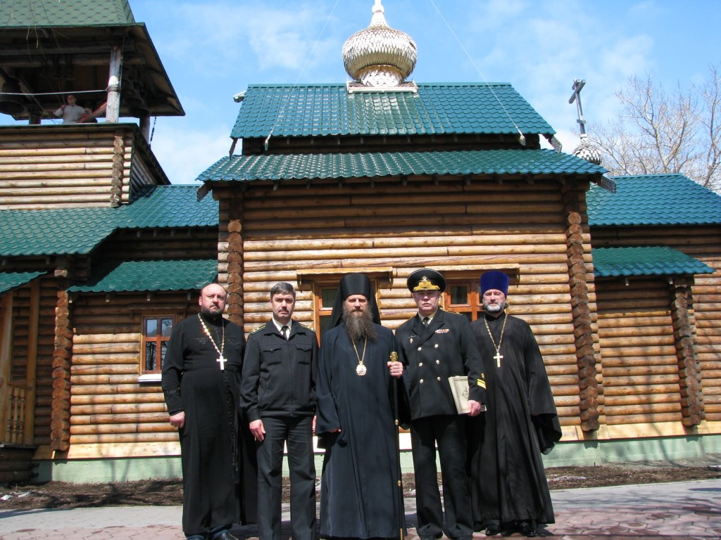 После службы у храма Алек Невского