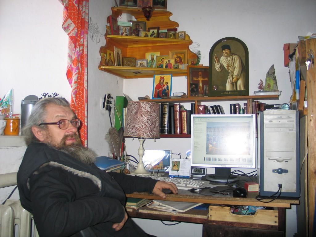 Рабочее место в келье в Козихе