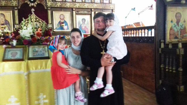Батюшка Дмитрий с семьёй