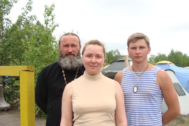 о. Дмитрий с родителями - отец Алексей и матушка Елена