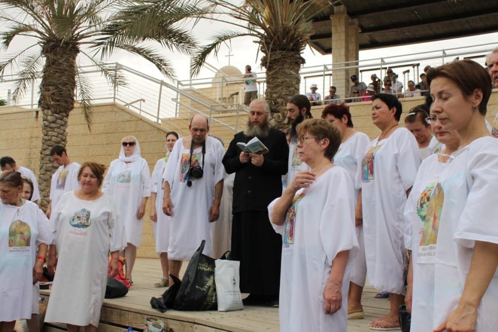 Молебен перед погружением в воды Иордана