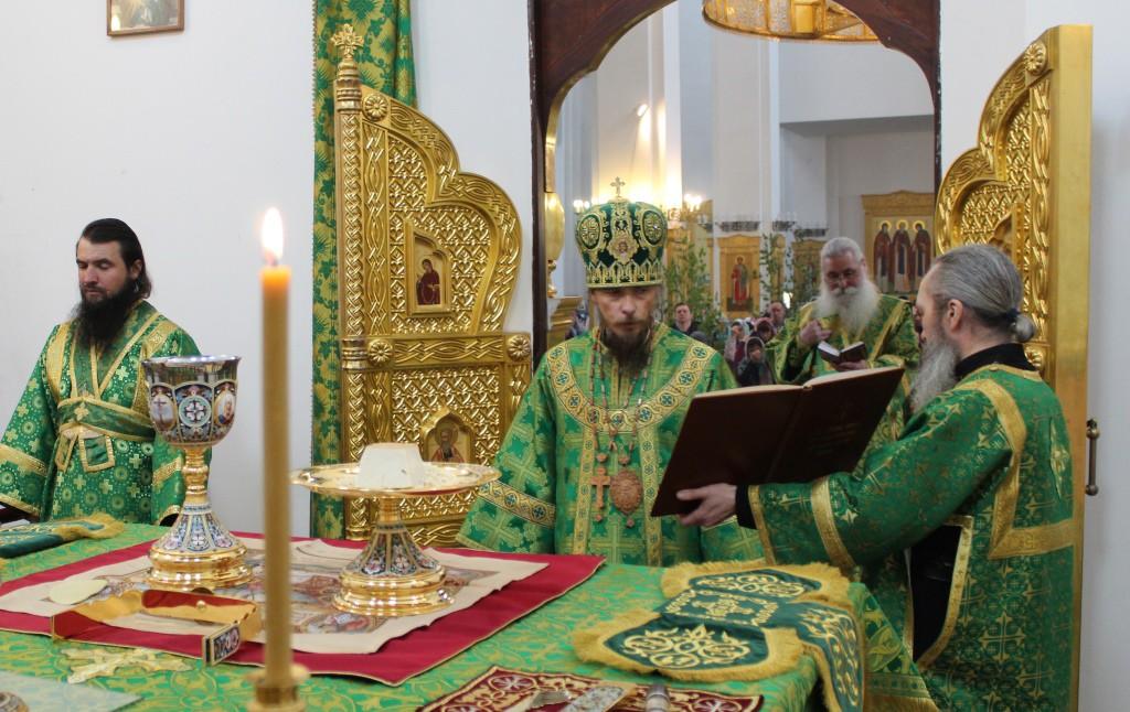 В праздник Святой Троицы архиепископ Петропавловский и Камчатский Феодор совершил Божественную литургию в Свято-Троицком кафедральном соборе