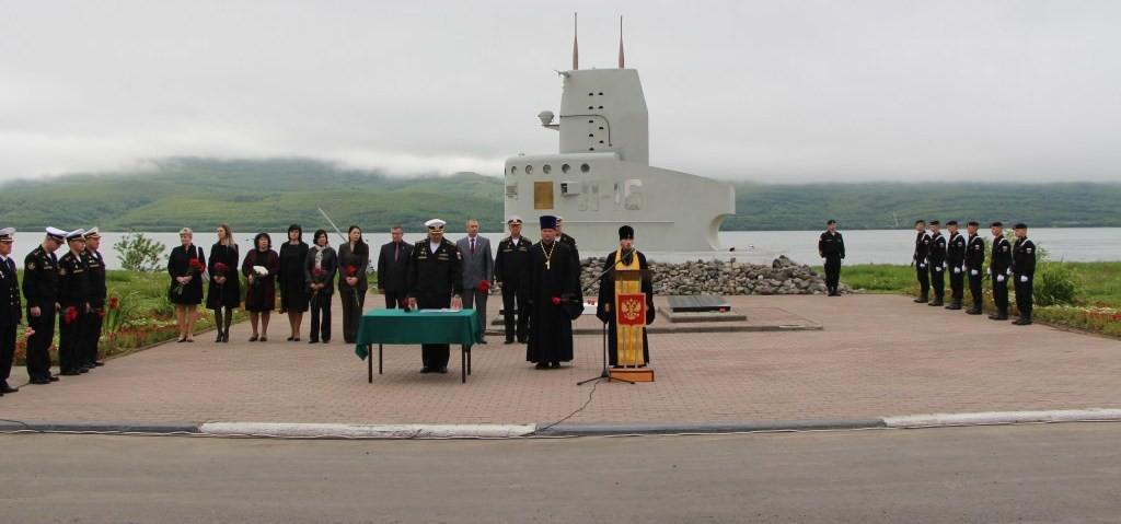 Архиепископ Феодор принял участие в памятных мероприятиях, посвященных трагической гибели моряков-подводников в Баренцевом море