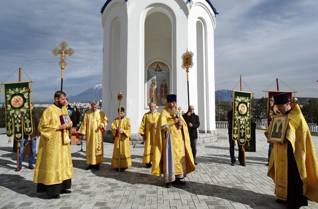 Молебен в День любви, семьи и верности у часовни святых Петра и Февронии