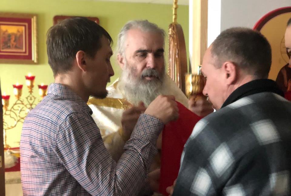 Литургия в храме Всемилостивого Спаса. Богослужение совершает настоятель - иеромонах  Иоанн (Заяц)