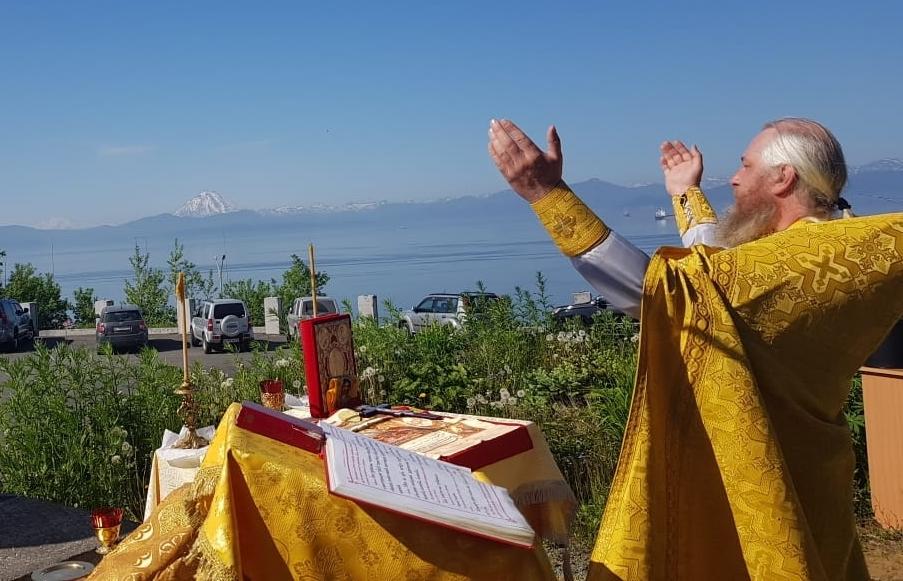 Воскресная Литургия в Свято-Пантелеимоновом мужском монастыре