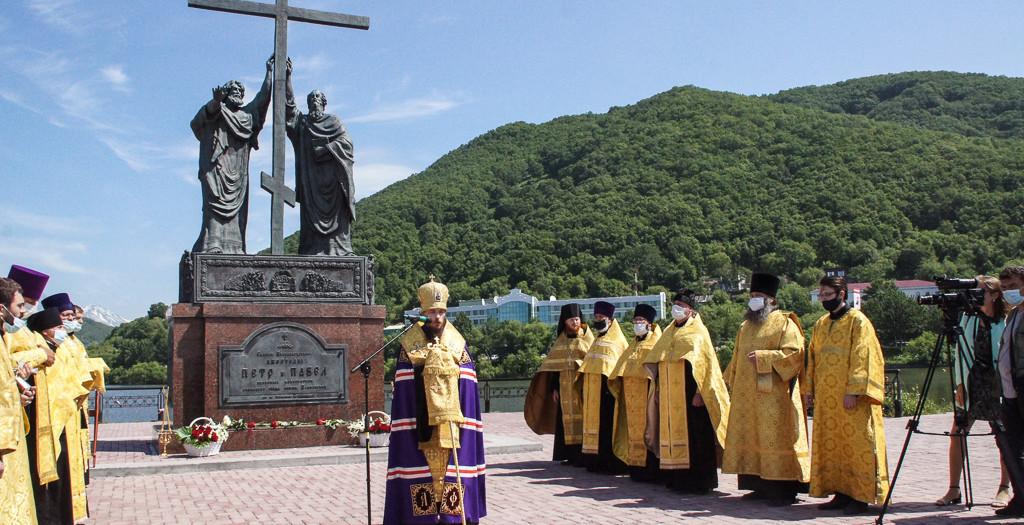 Молебен в день Небесных покровителей Петропавловска-Камчатского апостолов Петра и Павла