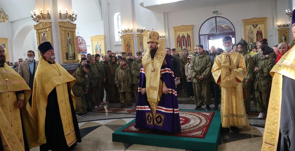 Божественная литургия и Крестный ход в праздник святого благоверного князя Александра Невского